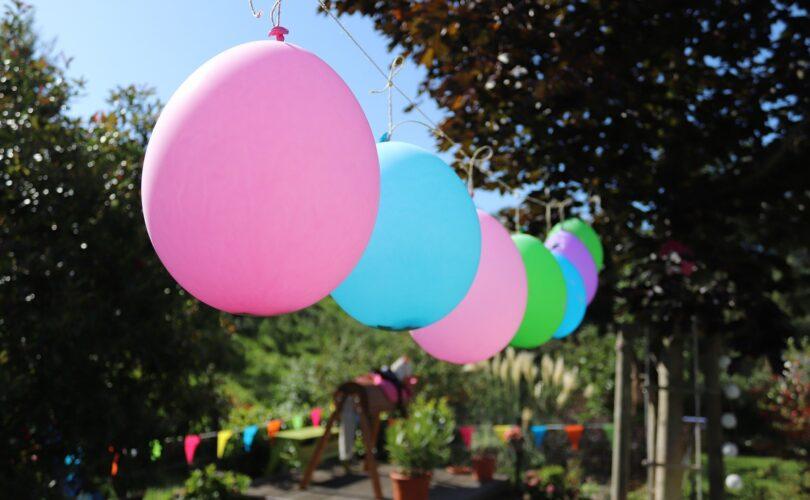 Ballons im Garten
